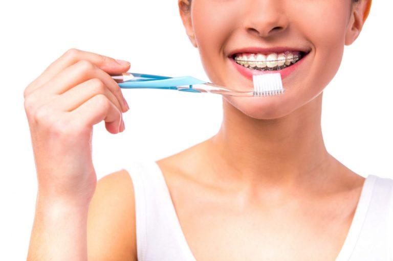 recomendaciones para lavarte los dientes cuando llevas ortodoncia